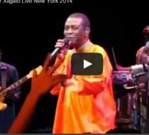 Vidéo: Youssou Ndour dans « Xajjalo » en Live à New York. Regardez