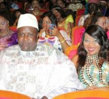 """Fatou Abdou Ndiaye """"Door warr"""" en compagnie de son Aladji Ass à la soirée de Pape Diouf au grand théâtre"""