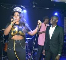 La chanteuse Biaicha sur scène avec Pape Diouf