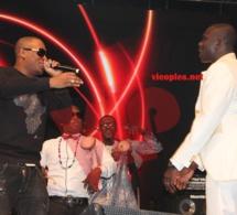 Mokobé et Pape Diouf sur scéne.