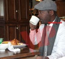 Boubacar Diallo savoure son petit déj tranquillement à Ibis Bagnolet