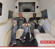 PHOTOS: Akon achète une Mercedes blindée pour un président Africain (Macky)