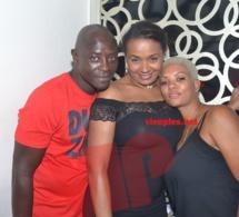 Le couple de la Villa Kristal,Babacar Diop et son épouse Delphine en toute complicité avec Valerie Diouf.