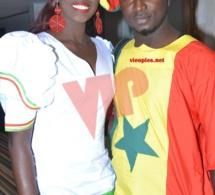 Voici le reporter photographe Gonze Ndiaye dans les couleurs du Sénégal avec sa compagnie!