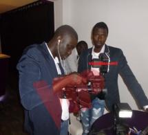 Le cameraman Ousmane Thiam et le photographe Pape Mbengue.