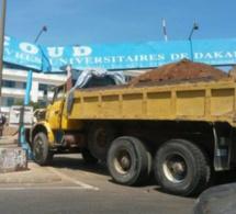 Arrêt sur image-Le camion fou qui a fini sa course sur le portail de l'Ucad .