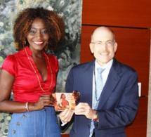 L'ambassadeur des USA au Sénégal séduit par Coumba Gawlo