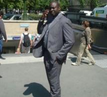 """Serigne Djily Abdou Fatah Mbacké en mode """"costume"""" à Paris"""