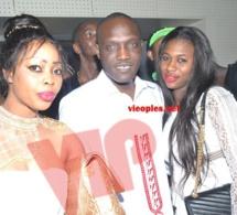 Alune Mbaye Nder pose avec les deux Sénégalaises de Paname Sokhna Mbodj et Ndeya Paris