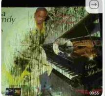 Qui en veut à Baba Hamdy? Ses panneaux publicitaires de son dernier album Pen Mélodies sabotés par des tiers.