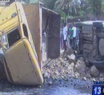 Grave accident à la Mosquée de la Divinité- un camion renversé fait un mort