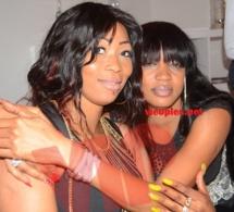 La femme d'affaires Colé Faye en toute complicité avec sa soeur Astou Faye.