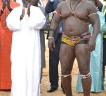 Bombardier conserve son titre de roi des arènes face à Modou Kharagne Lo ce 25 juillet au stade Demba Diop.