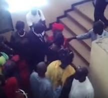 Vidéo – Marie Aw et Daba Mbaye se donnent en spectacle lors de la conférence de presse d'Aida MbodjVidéo – Marie Aw et Daba Mbaye se donnent en spectacle lors de la conférence de presse d'Aida Mbodj