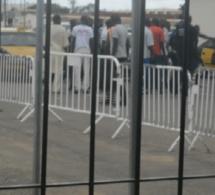 Vidéo- Une femme tabasse des policiers à l'aéroport de Dakar