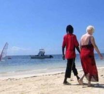 Saly: Une vieille toubab s'évanouit lors de ses ébats avec un jeune sénégalais