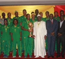"""Suite à leur 11ème titre de championnes d'Afrique, Macky va mettre des logements et une """"prime spéciale"""" dans le panier des Lionnes"""