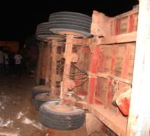 Photos - Spectaculaire accident sur la route de l'aéroport : Un camion fou provoque un carambolage