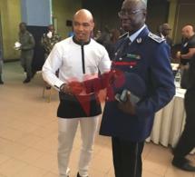 L'international Sénégalais, double ballon d'or El Hadj Ousseynou Diouf pour la sensiblisation des jeunes officiers devant le général Tine.