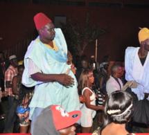 Pa Nice et Wadioubakh s'éclatent au concert de Pape Diouf à l'hôtel les Baobab de la Somone. Regardez