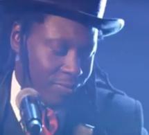 La belle voix de Faada Freedy qui reprend Bob Marley…Regardez