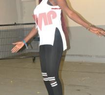 Fashion et stylée Ndeye toute heureuse à Bercy. Photos