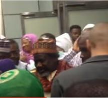 Vidéo: Arrivée splendide de Imam Cheikh Ahmed Tidiane Cissé en Angleterre