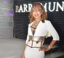 Viviane très classe dans cette robe blanche vous donne rendez-vous ce samedi au Just 4u et dimanche au Baramundi.